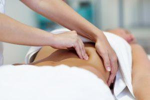 mujer abdomen masaje reductor