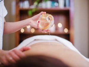 masaje con aceite de canela y cardamomo en vigo