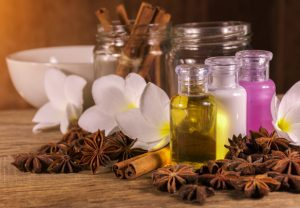 masaje relajante con aceite natural canela cardomomo
