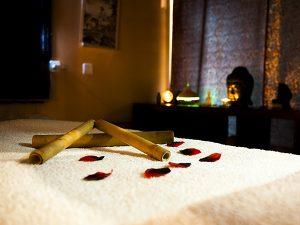 masaje thai con cañas de bambú en vigo