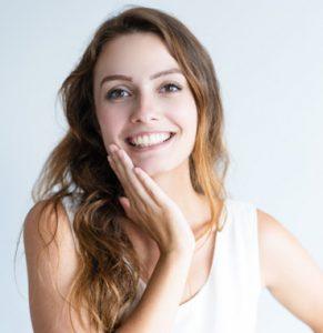 hidratacion facial mujer joven cara hidratada vigo