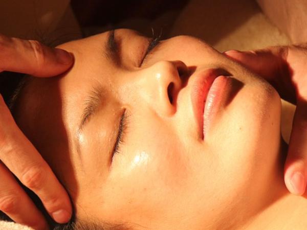 Masaje Facial Japonés en Vigo