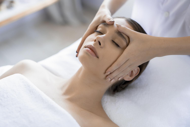 Masaje de cabeza para eliminar el estrés por el coronavirus en Vigo